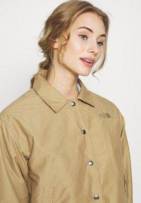 The North Face - WOMEN'S COACH JACKET - Outdoor jacket - kelp tan - 4