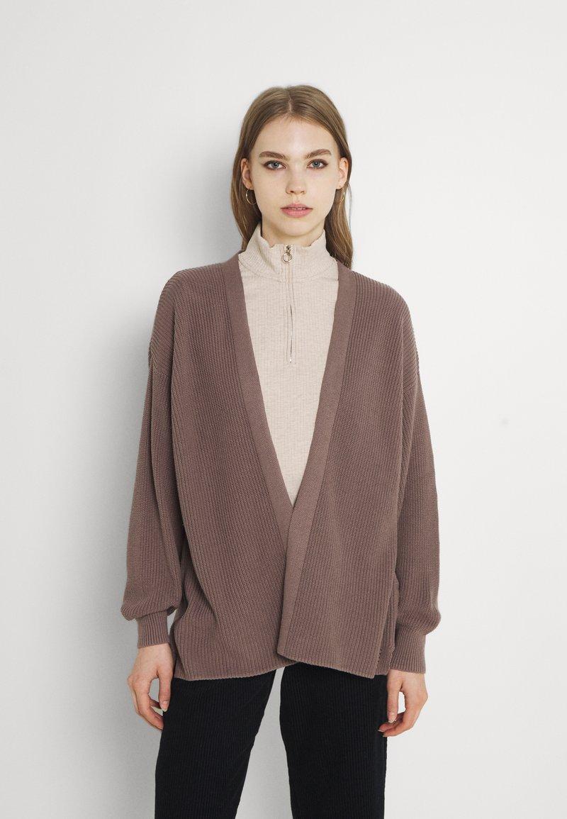 Cotton On - BOYFRIEND CARDIGAN - Cardigan - brownstone