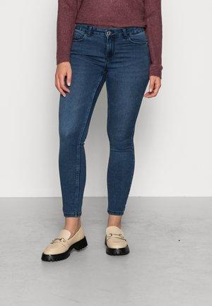 VMSEVEN SHAPE SLIM - Slim fit jeans - dark blue denim