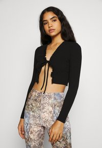 Missguided - FRILL NECK TIE FRONT CARDI - Cardigan - black - 0