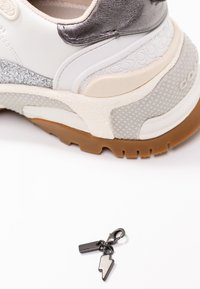 Coach - RUNNER WITH GLITTER - Sneakers laag - white/chalk - 7