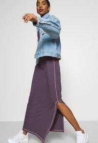 Nike Sportswear - DRESS - Vestido largo - dark raisin/bright mango - 4