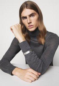 HUGO - GRID BANGLE - Bracelet - silver-coloured - 0