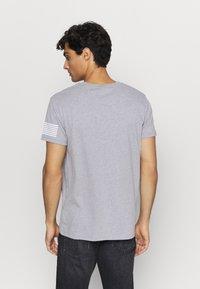 GANT - STRIPES - T-shirt med print - grey melange - 2