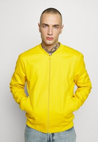 New Look - ENTRY - Blouson Bomber - mustard - 0