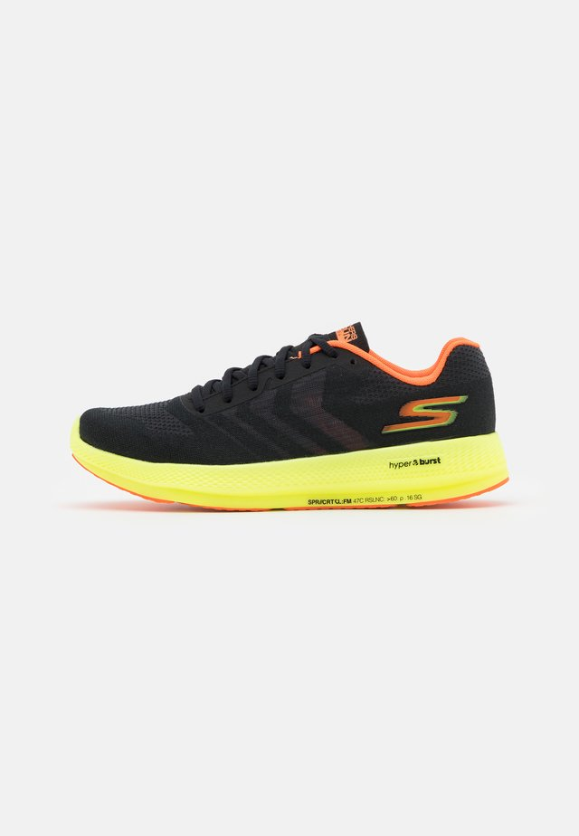 GO RUN RAZOR  - Juoksukenkä/kisakengät - black/ hot melt/yellow/orange