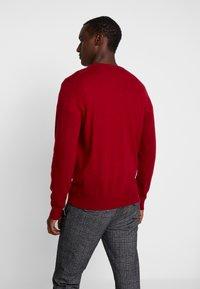 GANT - EXTRAFINE VNECK - Stickad tröja - red - 2
