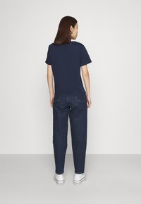 Tommy Jeans - REGULAR TIMELESS BOX TEE - T-shirt con stampa - twilight navy - 2