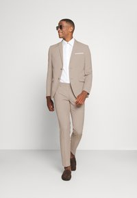 Isaac Dewhirst - THE FASHION SUIT SET - Completo - beige - 1
