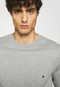 Tommy Hilfiger - CORE  - Sweatshirt - grey - 5