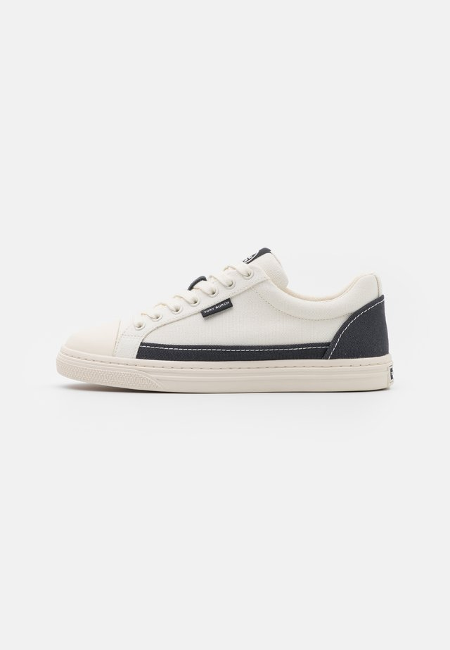 CLASSIC COURT - Sneakers laag - ivory/perfect navy