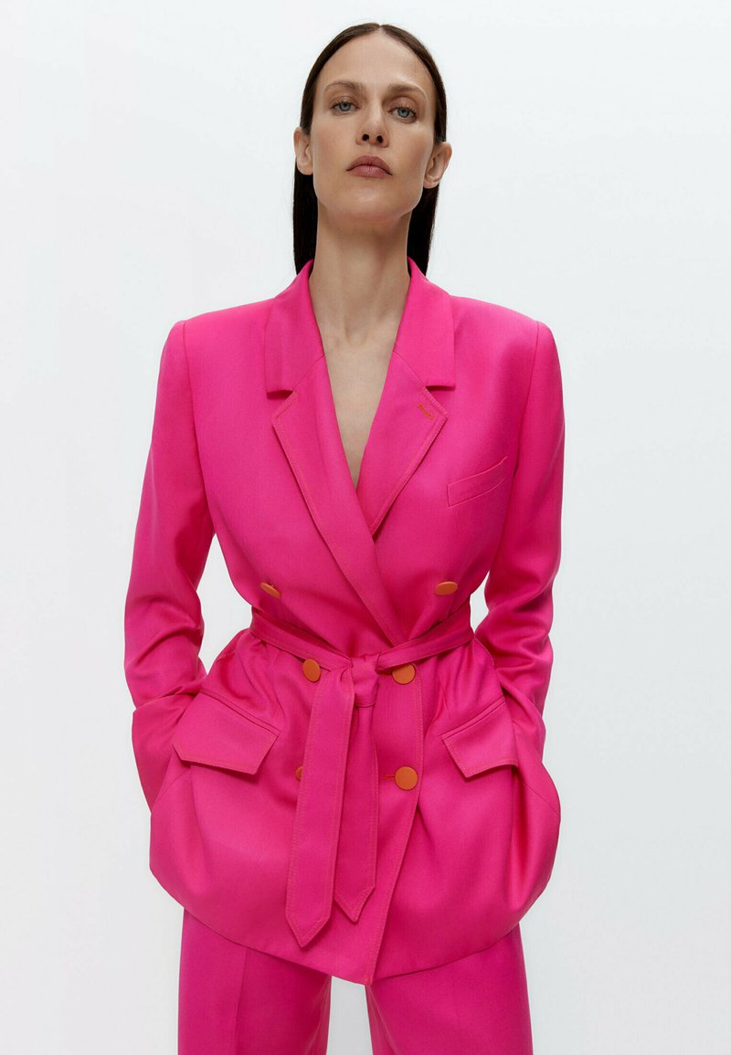 Uterqüe - MIT GÜRTEL  - Blazer - pink