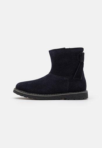 Kotníkové boty
