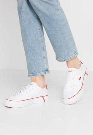 GRIPSHOT  - Sneakersy niskie - white/orange