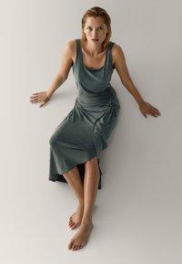 Massimo Dutti - MIT ZIERKNOTEN  - Maxi skirt - green - 4