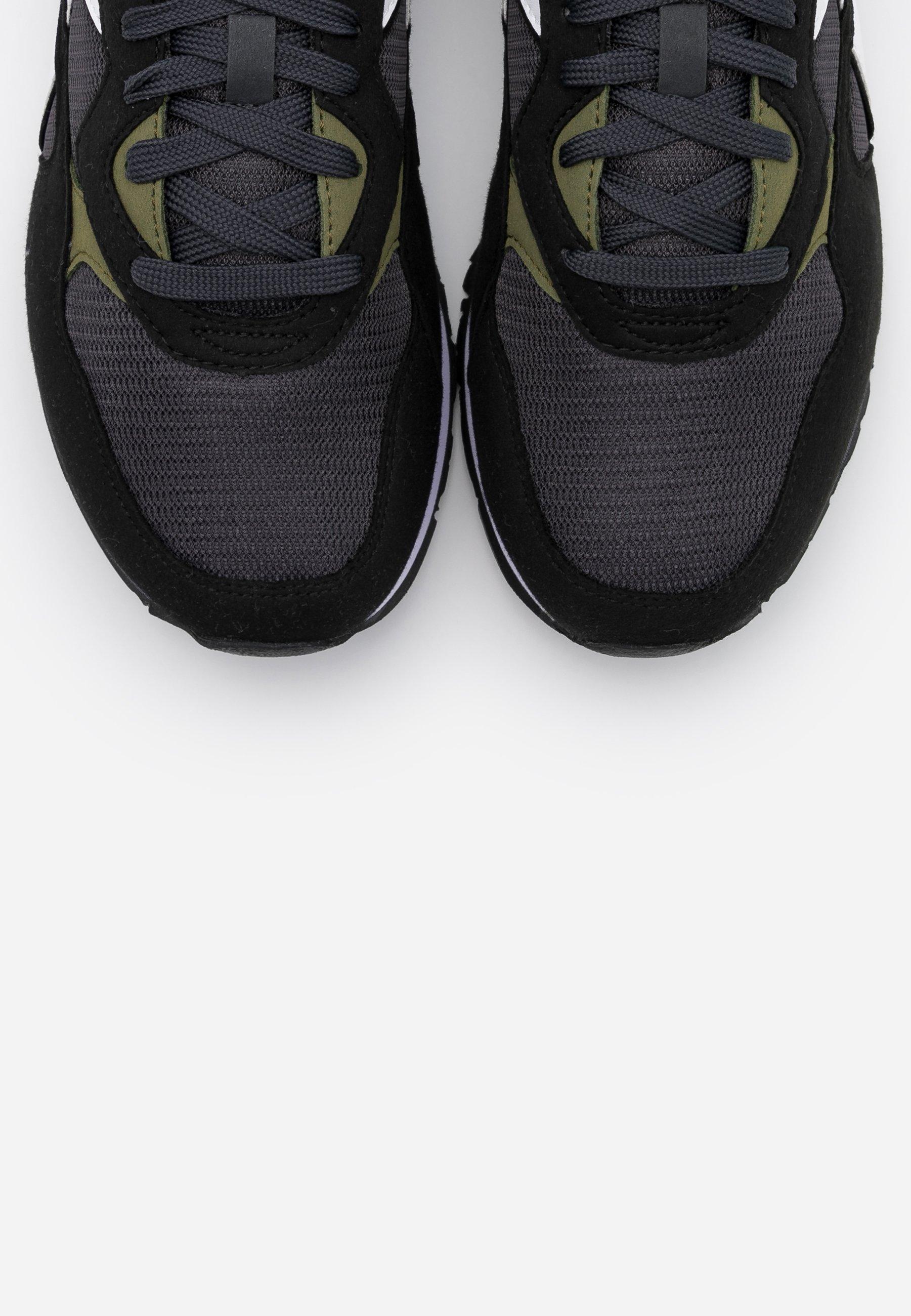 Offrire Scarpe da uomo Diadora N.92 Sneakers basse black phantom