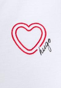 HUGO - Triko spotiskem - white - 2
