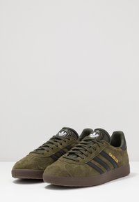 adidas Originals - GAZELLE - Baskets basses - night cargo/core black - 2