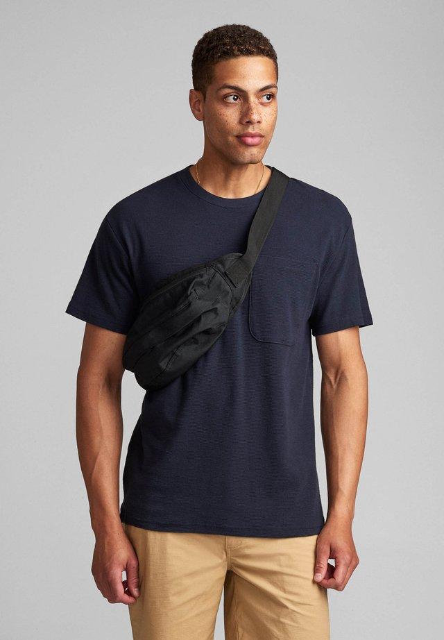 T-shirts basic - sky captain
