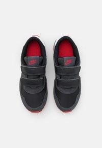 Nike Sportswear - MD VALIANT UNSEX - Trainers - black/dark smoke grey/university red/white - 3