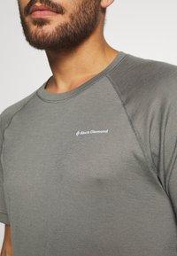 Black Diamond - RHYTHM TEE - Print T-shirt - nickel - 5