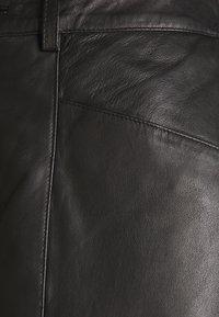 Cream - CAMMI PANTS - Pantalon en cuir - pitch black - 2