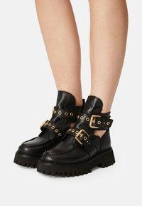 Bronx - GROOV-Y - Platform ankle boots - black - 0