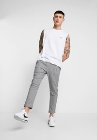 Only & Sons - ONSLINUS CHECK  - Trousers - white - 1