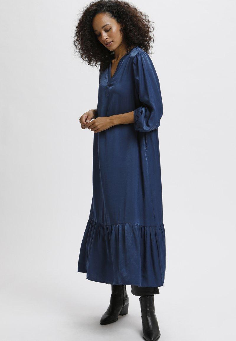 Kaffe - Robe longue - insignia blue