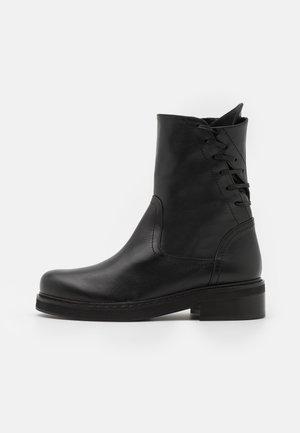 Šněrovací kotníkové boty - nero