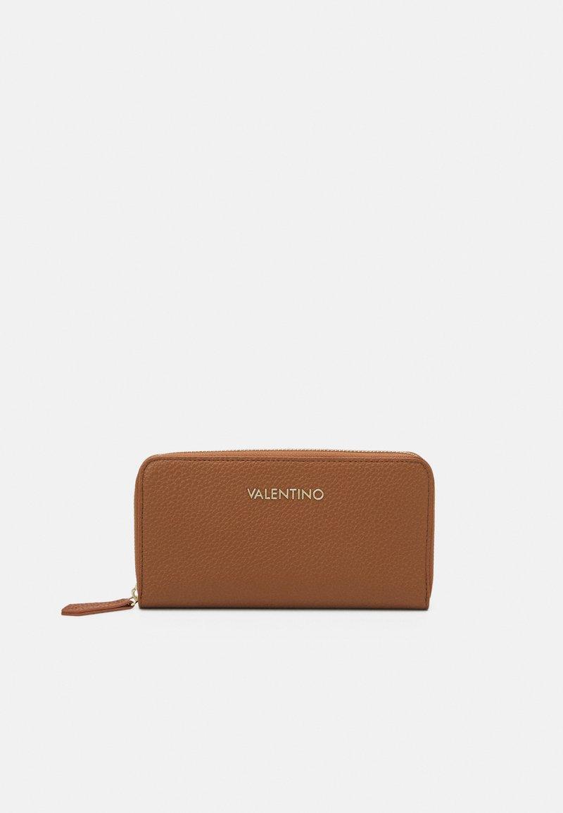Valentino Bags - SUPERMAN - Wallet - cognac