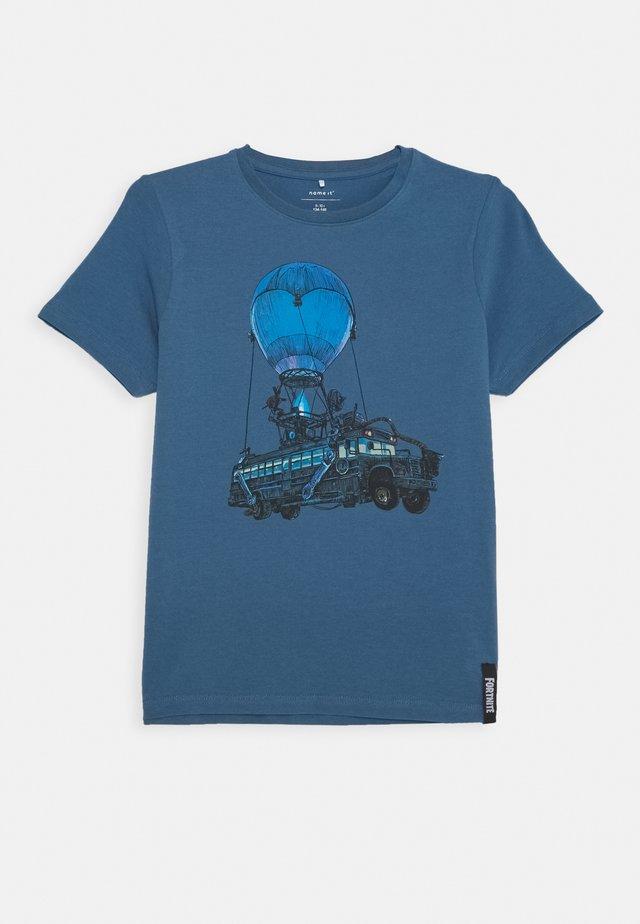 NKMFORNITE STIAN BOX - T-shirt imprimé - stellar