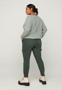 Zizzi - Cargo trousers - green - 1