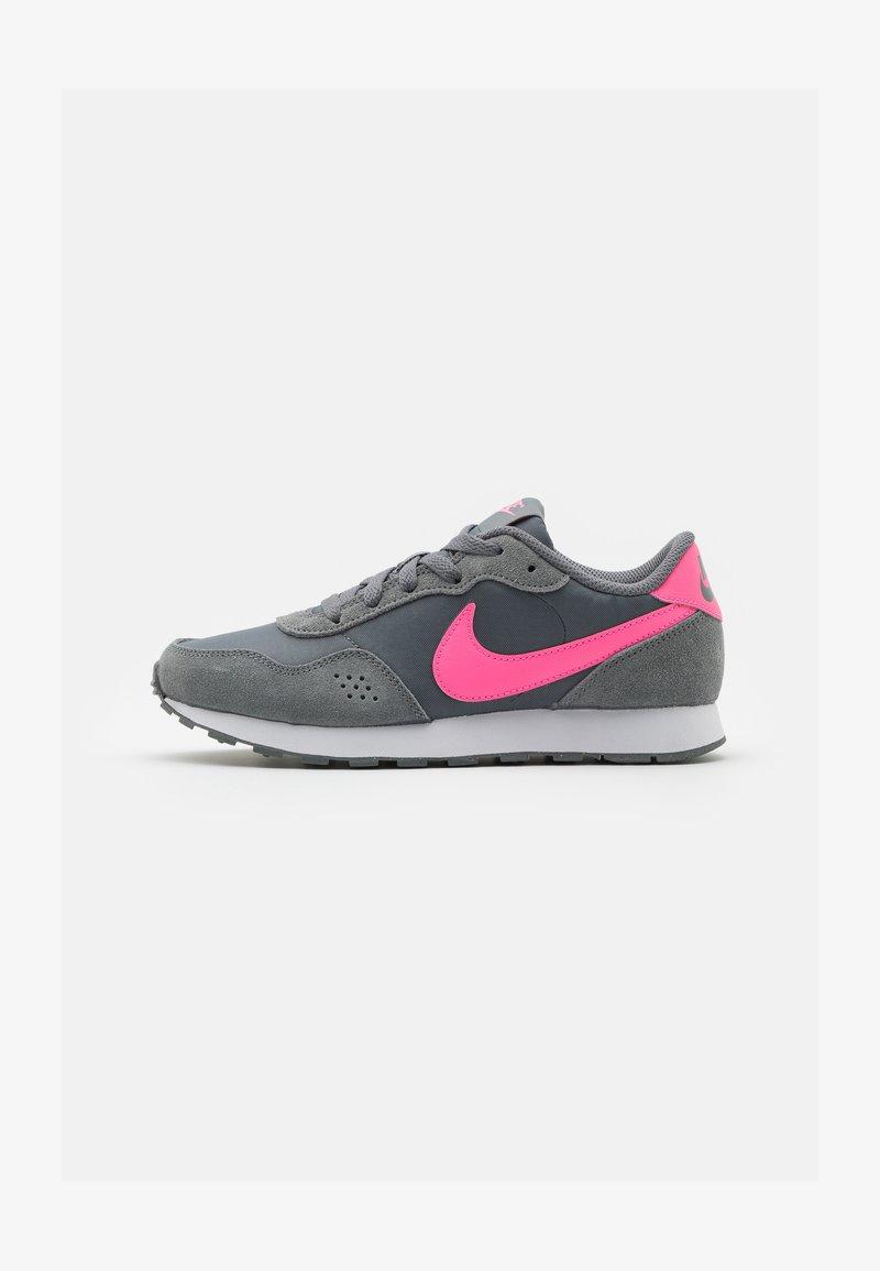 Nike Sportswear - VALIANT - Trainers - smoke grey/pink glow/white
