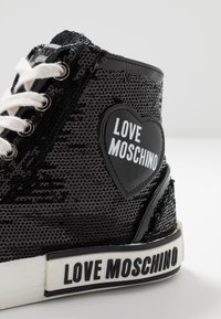Love Moschino - LABEL SOLE - Baskets montantes - black - 2