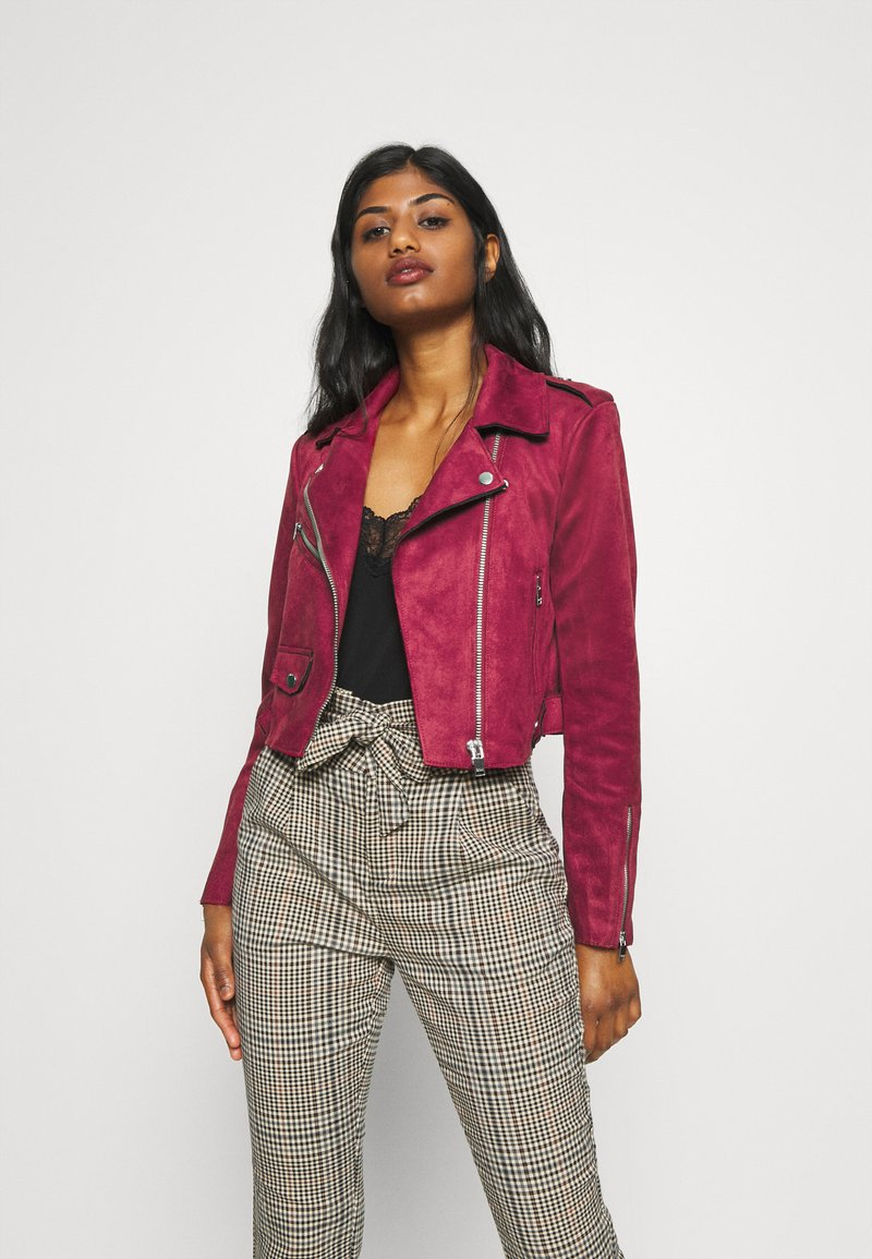 ONLY Petite - ONLSHERRY CROP BOND BIKER - Veste en similicuir - rhubarb