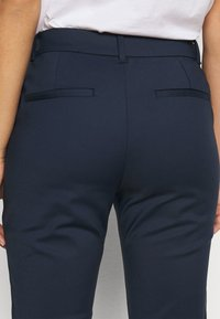 Vero Moda Petite - VMVICTORIA ANTIFIT ANKLE PANTS  - Trousers - navy - 5