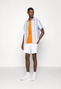 Polo Ralph Lauren - STRAIGHT FIT BEDFORD  - Shorts - pure white - 1