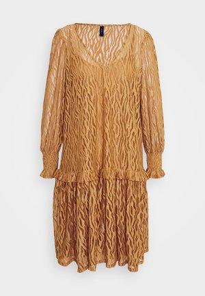 YASSONA DRESS - Kjole - brown sugar