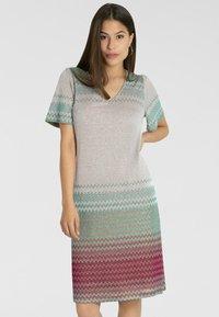 Apart - Vapaa-ajan mekko - puder-multicolor - 0