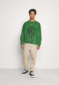 Jaded London - ALASKA STATE BEARS CREWNECK  - Sweatshirt - green - 1