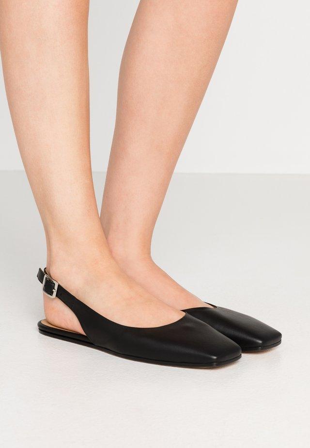 Ballerina med hælstøtte - black