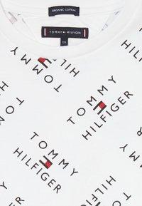 Tommy Hilfiger - LOGO TEE  - T-shirts print - white - 3