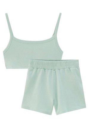 SET - Shorts - mottled light green