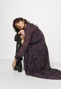 Bruuns Bazaar - GRACE SICI DRESS - Košilové šaty - grace artwork - 4