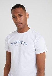 Hackett London - CLASSIC LOGO TEE - T-shirt z nadrukiem - white - 4
