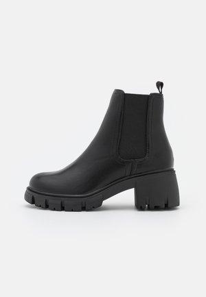 VEGAN WIDE FIT KAIA COMBAT GUSSET BOOT - Platåstøvletter - black smooth