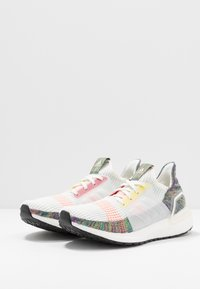 adidas Performance - ULTRABOOST 19 PRIDE - Laufschuh Neutral - white/scarlet/yellow - 2