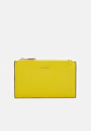 WALLET BASIC JUNGLE - Lompakko - yellow