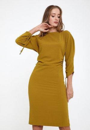 FERNANDA - Shift dress - senf